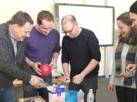 Lehrer experimentieren im Chemiepark GENDORF