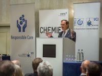 Mitgliederversammlung der Bayerischen Chemieverbände: Bayerische Chemieindustrie macht Klimaschutz erst möglich